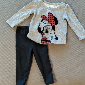 GAP Disney Minnie Mouse shirt and black leggings